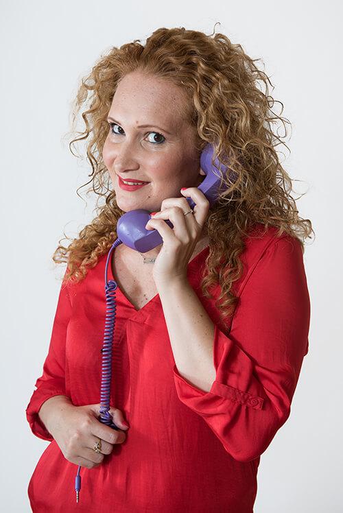 מדברת-בטלפון